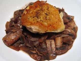 Piletina sa šampinjonima u umaku od crnog vina