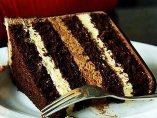 Torta sa čokoladom, keksom, lešnikom i eurokremom