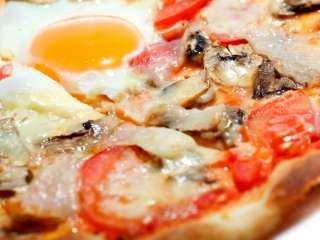 Pica sa šunkom i jajima