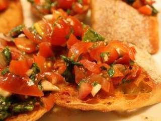 Brusketi sa paradajizom i slaninom