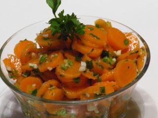 Salata od šargarepe i belog luka